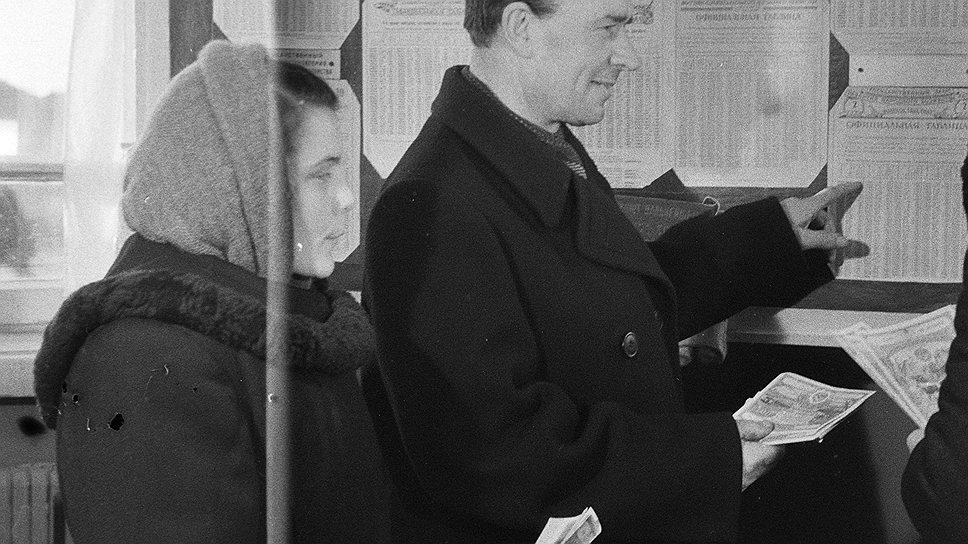 Розыгрыши выигрышей по облигациям осчастливливали такое мизерное количество граждан, что остальные обоснованно считали себя жертвами розыгрыша со стороны государства.